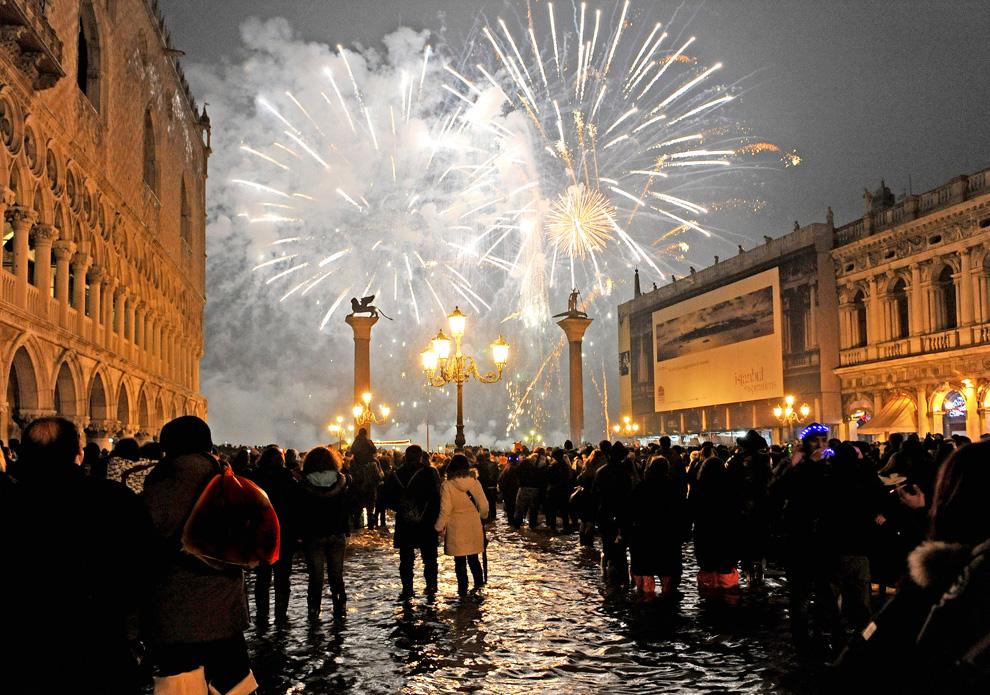 Pesta Tahun Baru Dari Berbagai Negara N15_21580251