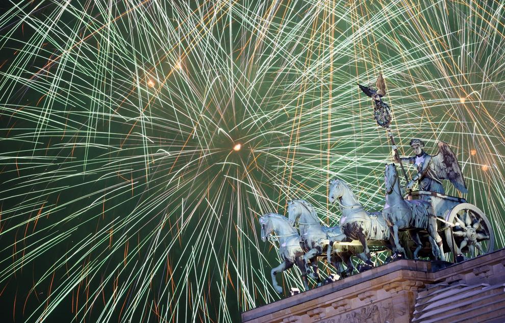 Pesta Tahun Baru Dari Berbagai Negara N16_21579743