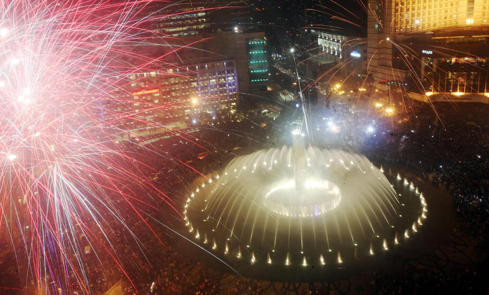 Pesta Tahun Baru Dari Berbagai Negara N20_21577415