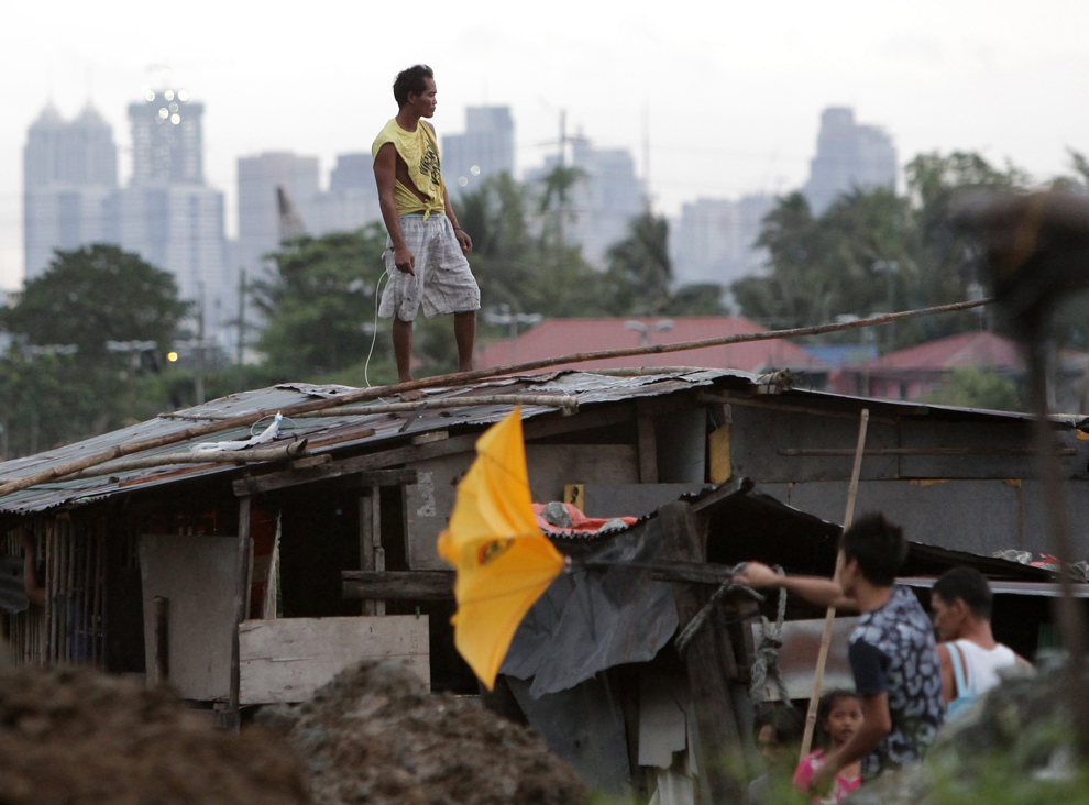 typhoon haiyan photos the big picture. Black Bedroom Furniture Sets. Home Design Ideas