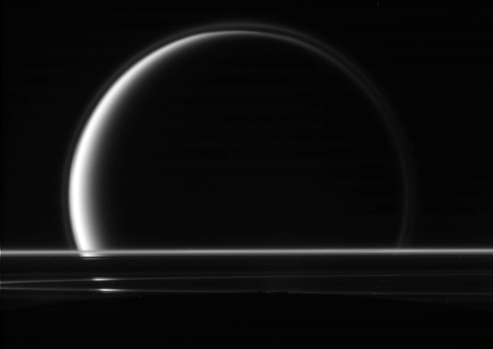 http://inapcache.boston.com/universal/site_graphics/blogs/bigpicture/cassini_05_21/s15_00154034.jpg