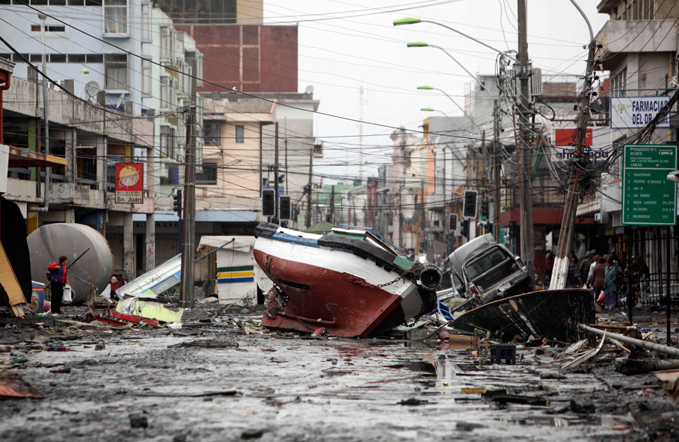 landslide in chile A landslide caused by torrential rain has killed at least five people in southern  chile and has destroyed dozens of houses fifteen people are.