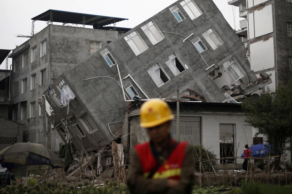 http://inapcache.boston.com/universal/site_graphics/blogs/bigpicture/chinaquake2013/bp19.jpg
