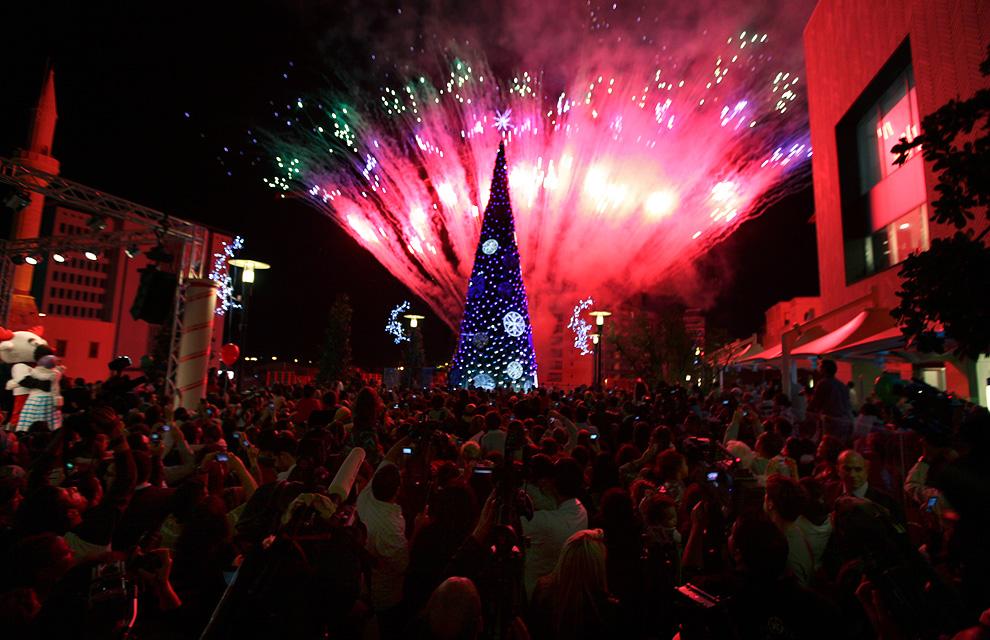 Foto Unik Persiapan Perayaan Natal dari Seluruh Dunia