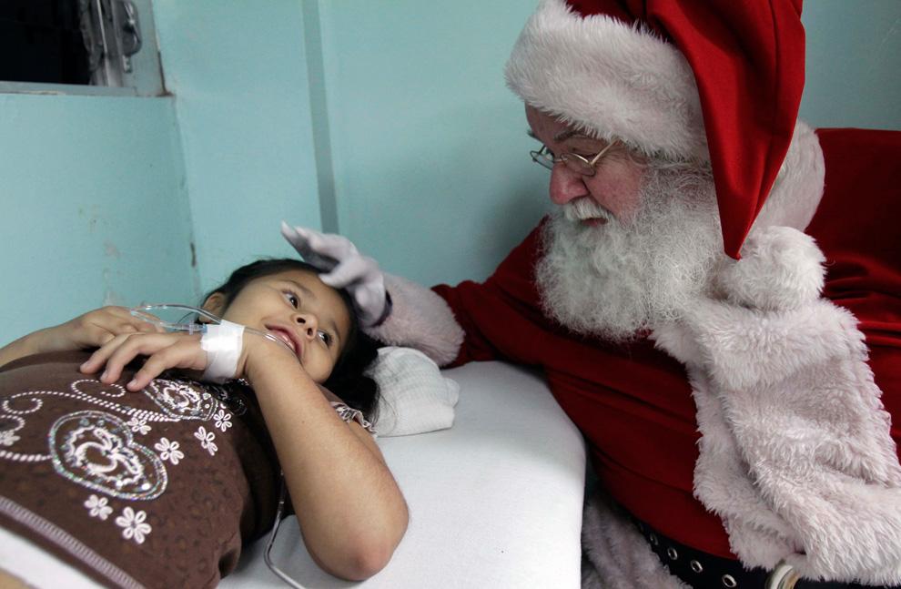 http://inapcache.boston.com/universal/site_graphics/blogs/bigpicture/christmas2010_12_27/c11_26425493.jpg