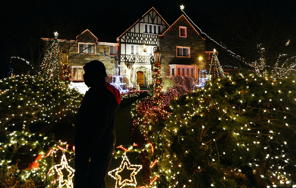 http://inapcache.boston.com/universal/site_graphics/blogs/bigpicture/christmas2010_12_27/c23_26427517.jpg