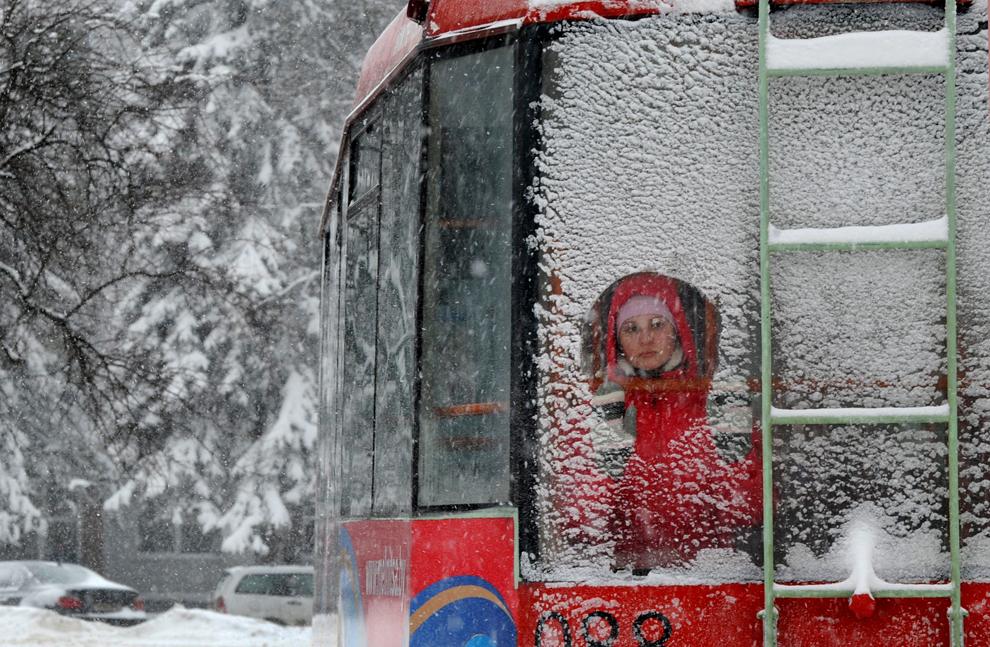 Картину зима в окне