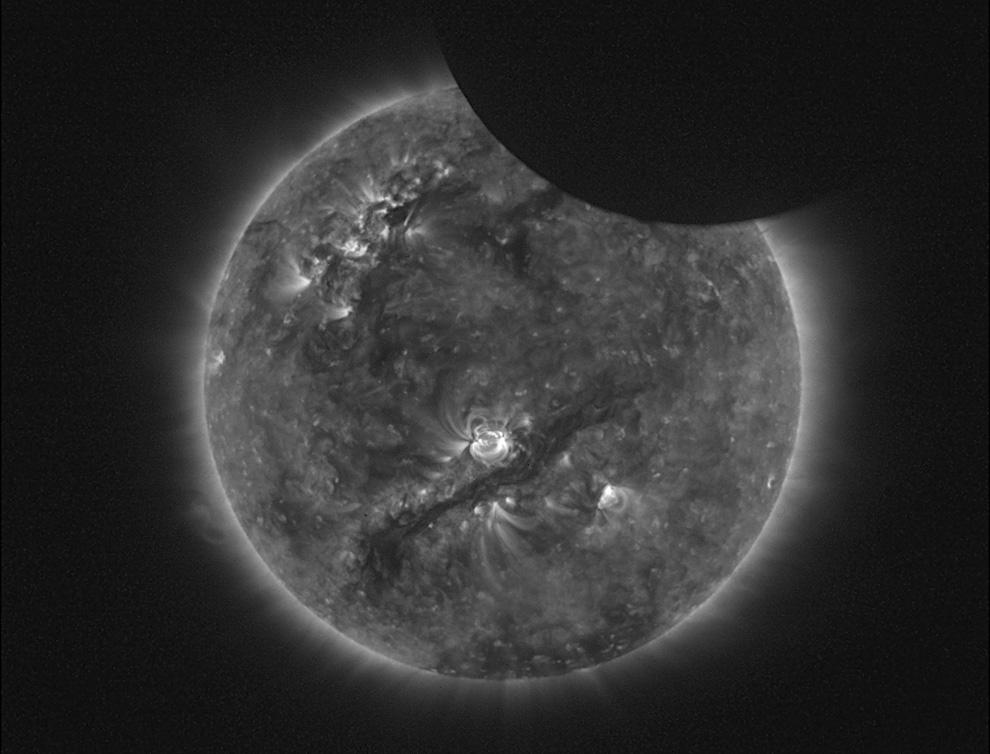 Частичное солнечное затмение.  Фотография сделана телескопом SWAP с борта...