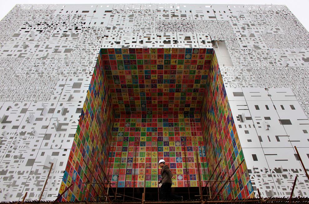 http://inapcache.boston.com/universal/site_graphics/blogs/bigpicture/expo_03_15/e24_22453697.jpg