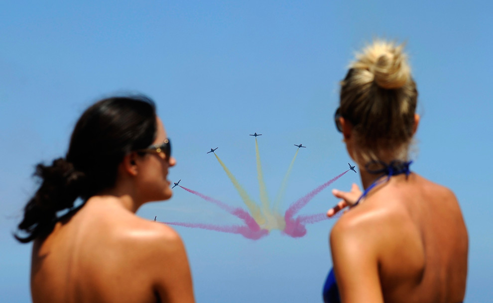 Beach-goers watch C-101s in Spain from The Big Picture