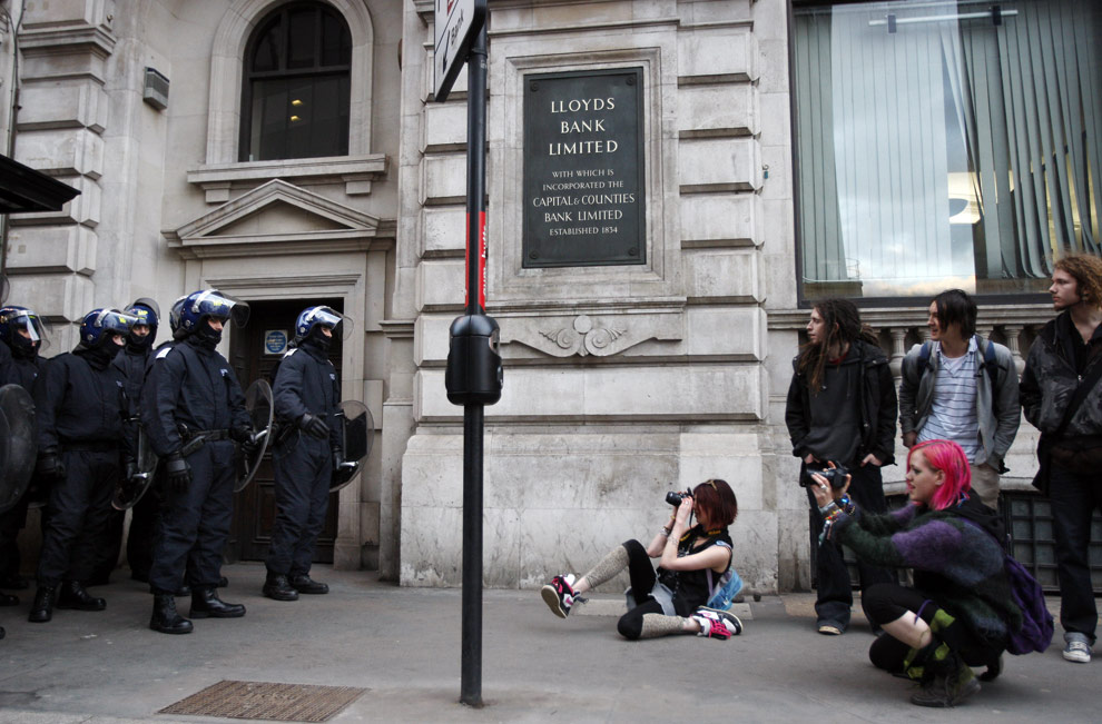 Protestors photograph riot police outside a Lloyds Bank in London, on April 1, 2009. (ADRIAN DENNIS/AFP/Getty Images)