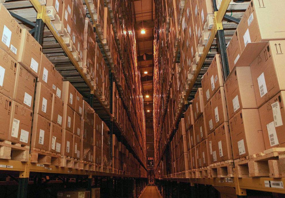 Коробки с противовирусным препаратом Тамифлю (Tamiflu) на складе в Великобритании 29 апреля 2009. (REUTERS/Katie Collins/Pool)