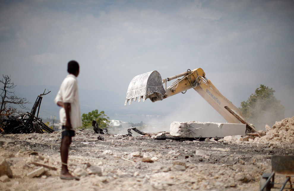 http://inapcache.boston.com/universal/site_graphics/blogs/bigpicture/haiti70_03_24/h01_22415551.jpg