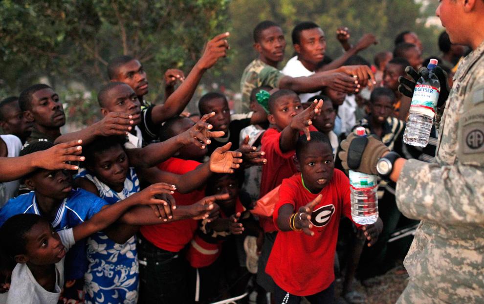Haití Terremoto sobrevivientes botellas de agua