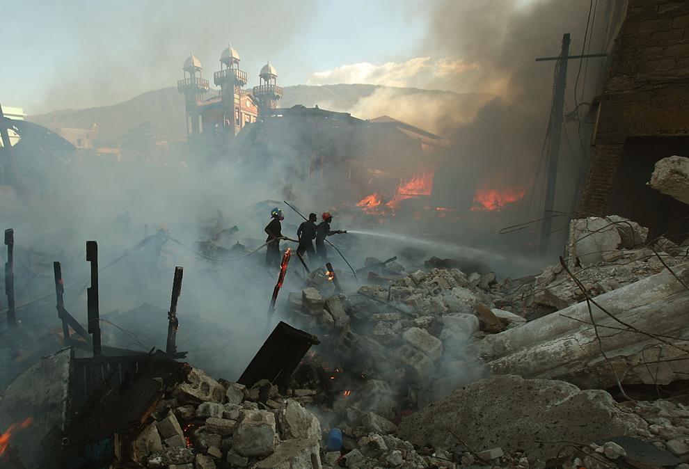 海地大地震第三周 街头依然混乱[40P]