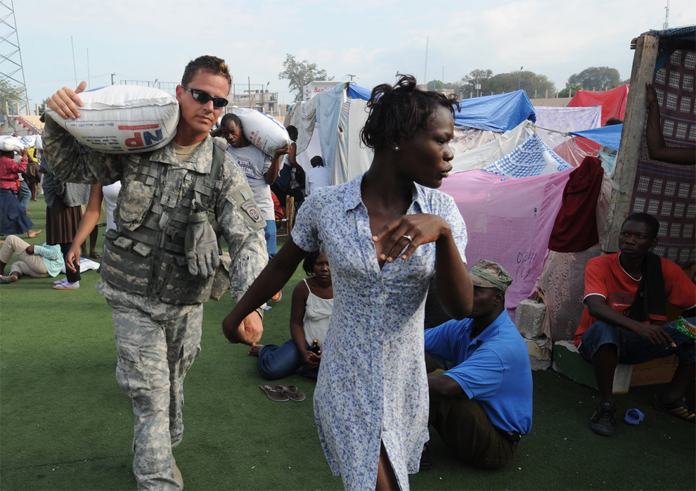 Thumb There is love in Haiti, a soldier holds the hand of an Haitian woman