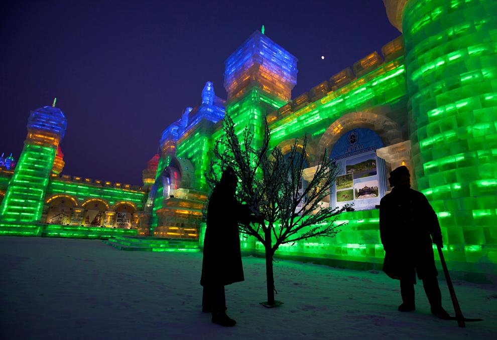 2012年哈尔滨国际冰雪节 - 原始社会 - 原始社会的博客