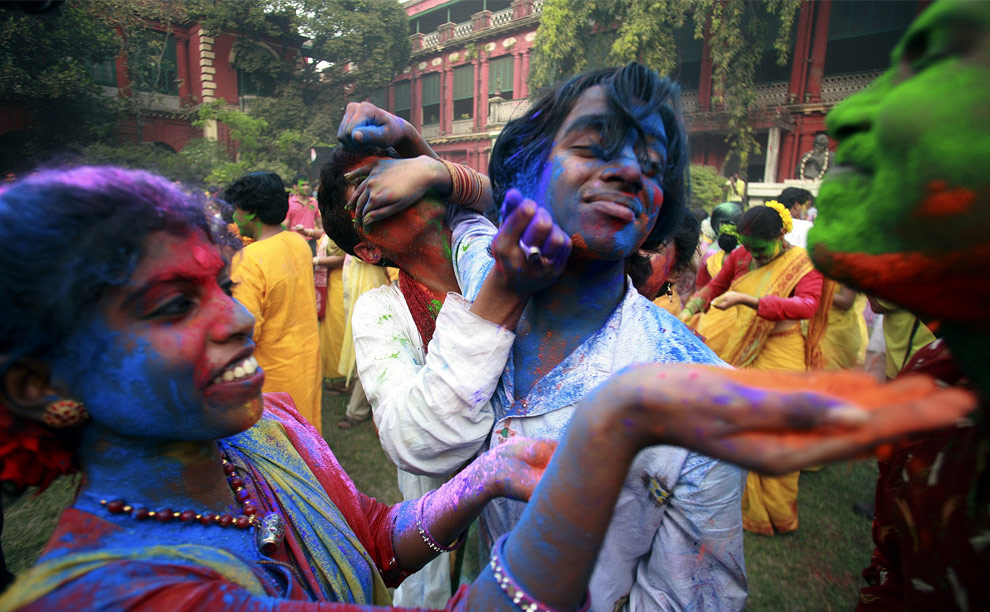http://inapcache.boston.com/universal/site_graphics/blogs/bigpicture/holi_03_13/h15_18233837.jpg