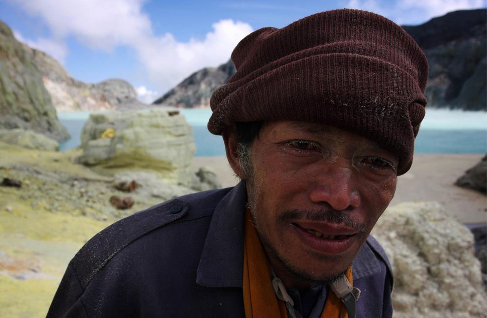 volcan Indonesia azufre mineros