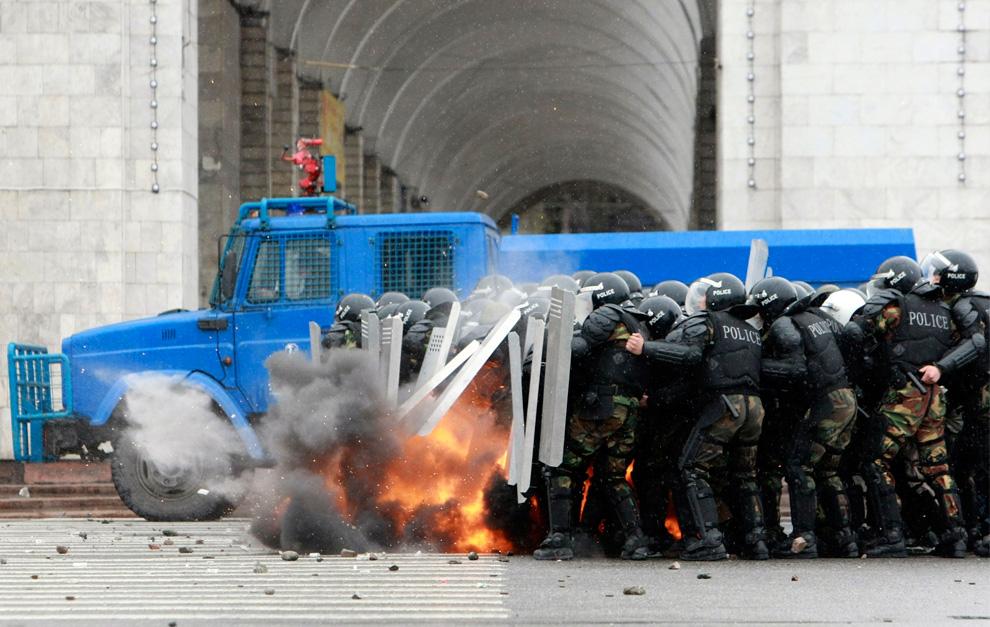 Переворот в Киргизии (38 Фото)