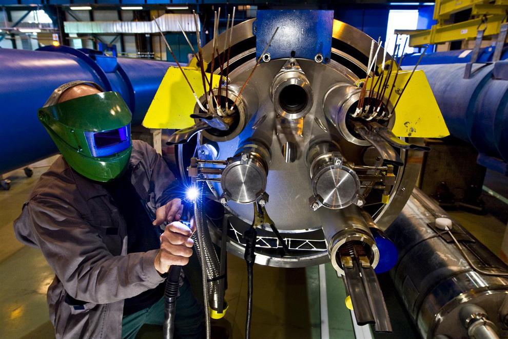近身探秘欧洲地底下的大型粒子对撞机[31P]