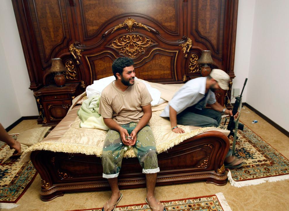 القذافي الثوار