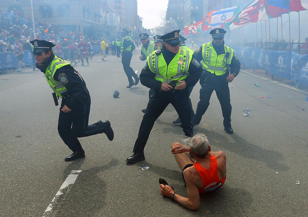 http://inapcache.boston.com/universal/site_graphics/blogs/bigpicture/marathon_bomb/bp4.jpg
