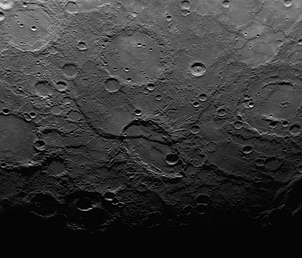 эллиптический кратер на Меркурии