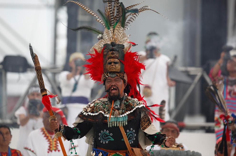 演员正在表演传统仪式—— Fuego Nuevo(New Fire) 庆祝独立纪念日。