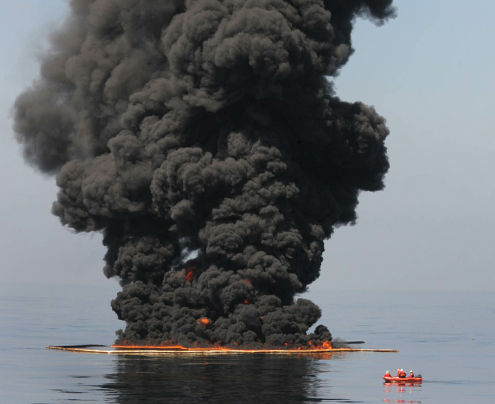Disaster unfolds slowly in the Gulf of Mexico O03_23310855