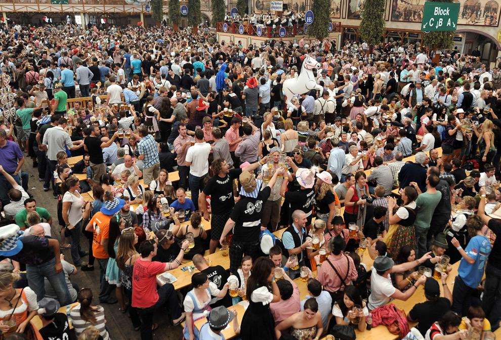慕尼黑啤酒节,欢歌笑语 - @巢 - 爱-情-鸟@巢