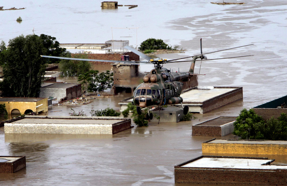 A Pakistan army helicopter evacuates stranded villagers in Nowshera, Pakistan on Friday, July 30, 2010. (AP Photo/Mohammad Sajjad)