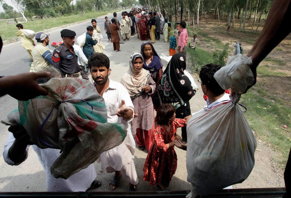 باكستان تحتاجنا ودعائنا يوجد p09_24886995.jpg