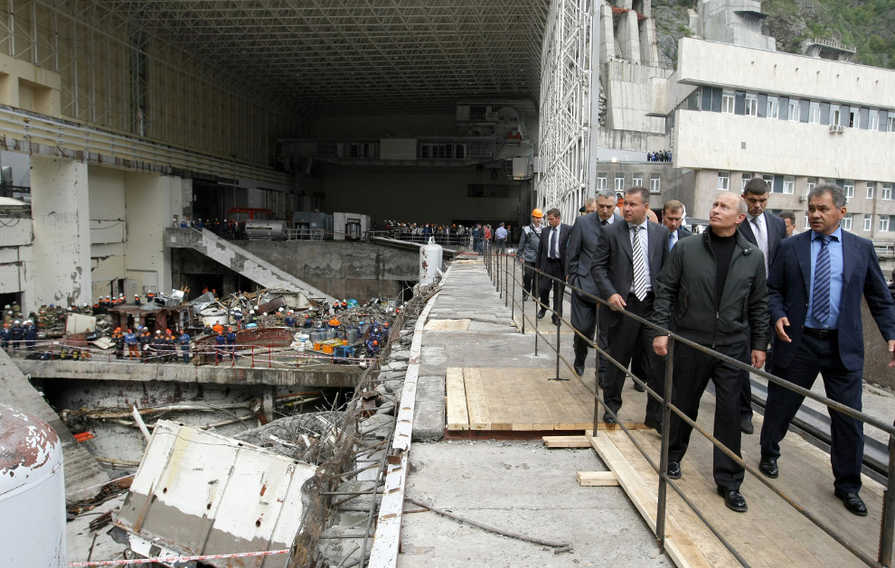 Russian Prime Minister Vladimir Putin visits the accident site at the Sayano-Shushenskaya hydroelectric power station