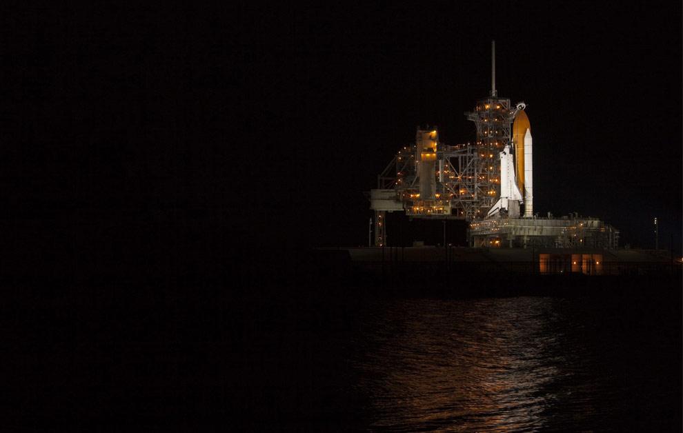 Шаттл «Атлантис» установленный на стартовой площадке 39А в Космическом центре имени Кеннеди на мысе Канаверал, штат Флорида, 10 мая 2009. (REUTERS/Scott Audette)