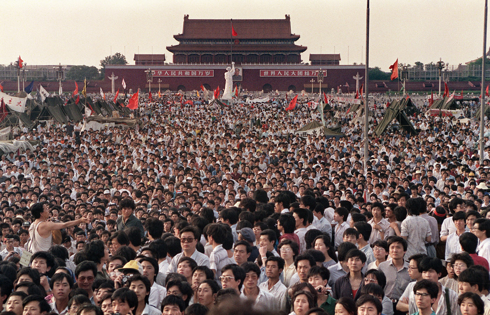 an introduction to the history of tianamen square Tiananmen square has witnessed many historical events in china's modern history, such as the may fourth movement in 1919, december 9th movement in 1935, and the founding of the people's.
