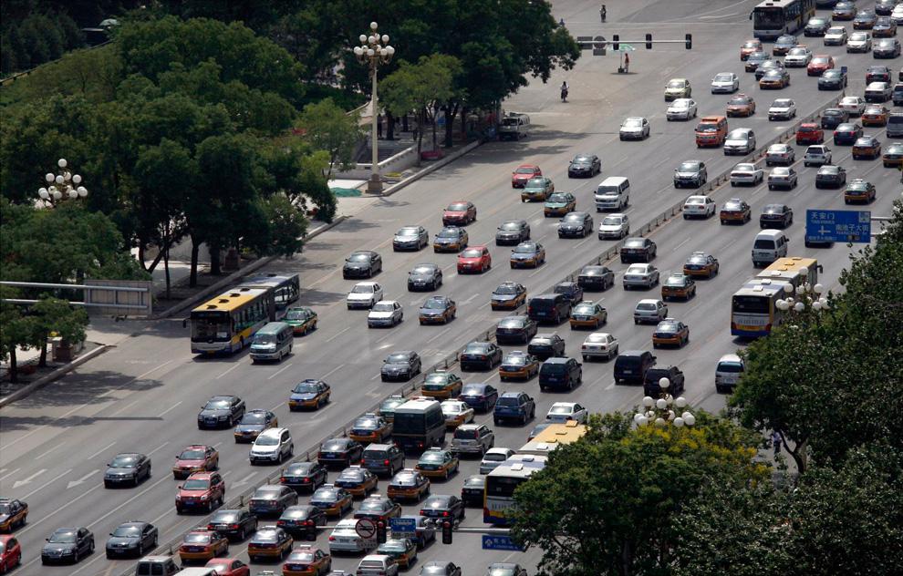 То же место на авеню Чанган двадцать лет спустя. 4 июня 2009. (REUTERS/David Gray)