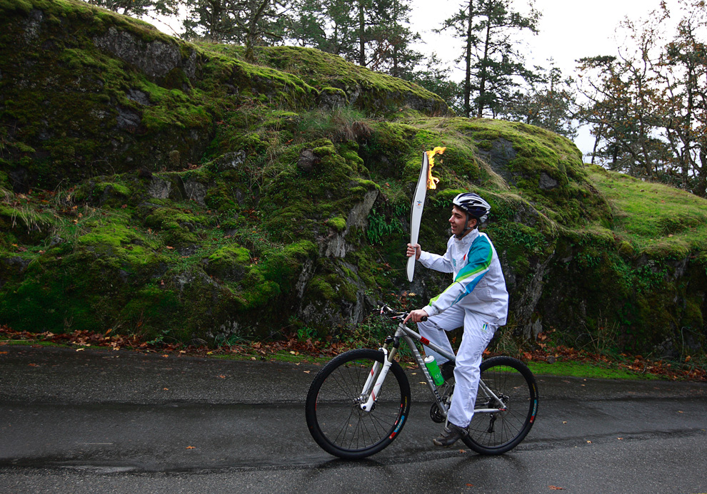Olympic Torch Relay heads to Vancouver - Photos