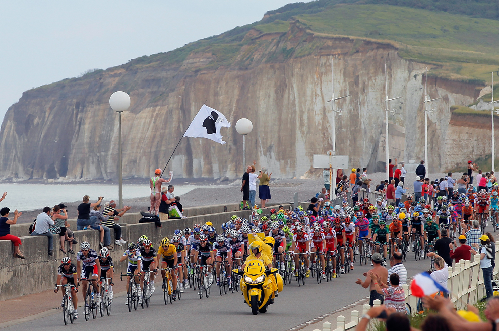 Peloton del Tour en Dieppe