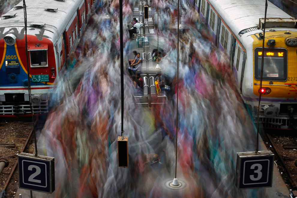 Commuters disembark from suburban trains during the morning rush hour at Churchgate railway station in Mumbai on July 11, 2012. (Vivek Prakash/Reuters)