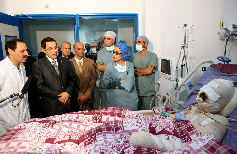 Zine El-Abidine Ben Ali  looking at Mohamed Al Bouazzizi