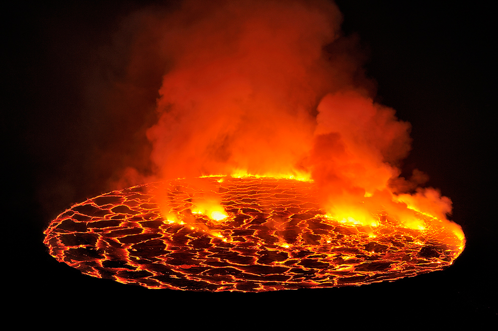 Inilah yang terjadi jika anda jatuh kedalam lava Gunung Berapi