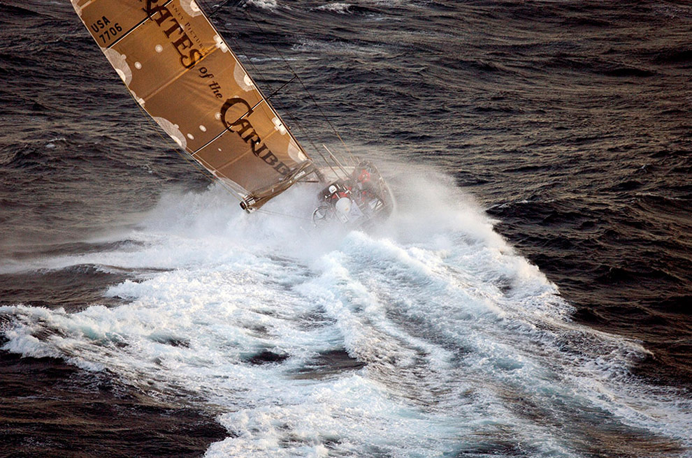 Судно Пираты Карибского моря капитана Пола Кайарда (Paul Cayard) (США) у берегов Мельбурна. (© Oskar Kihlborg)