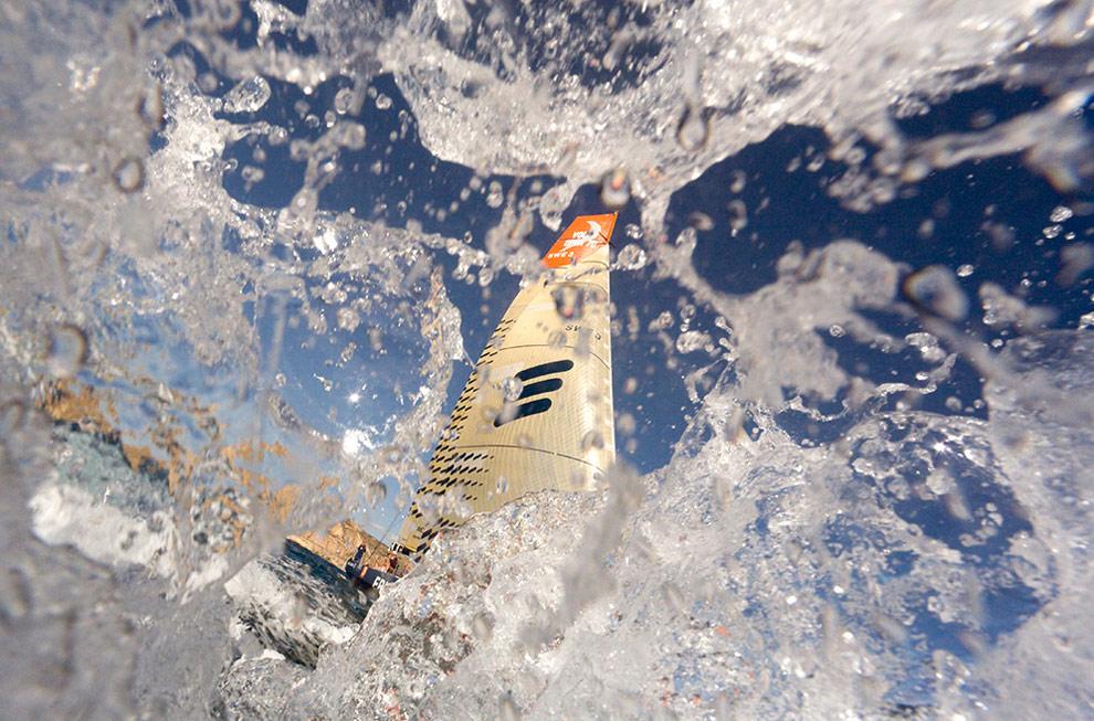 Судно Ericsson 3 во время гонки в порту Аликанте, Испания. (© Oskar Kihlborg)