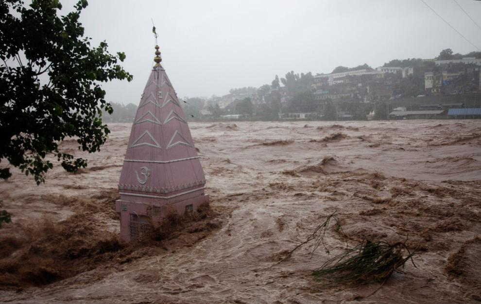 Bilderesultat for Indian temple flooded