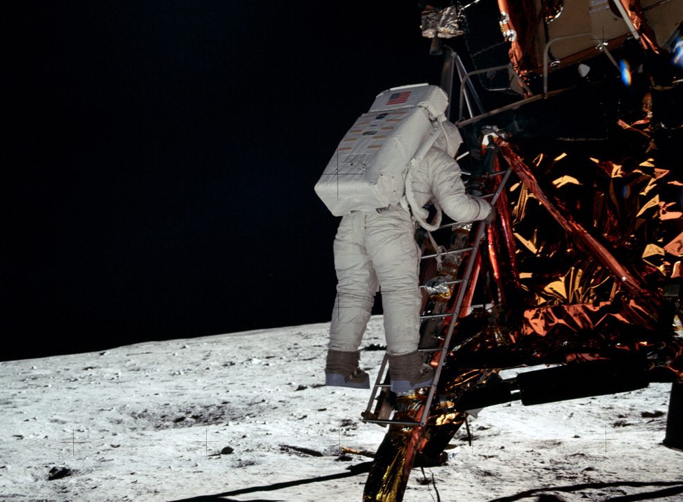 neil armstrong stepping on the moon - photo #10