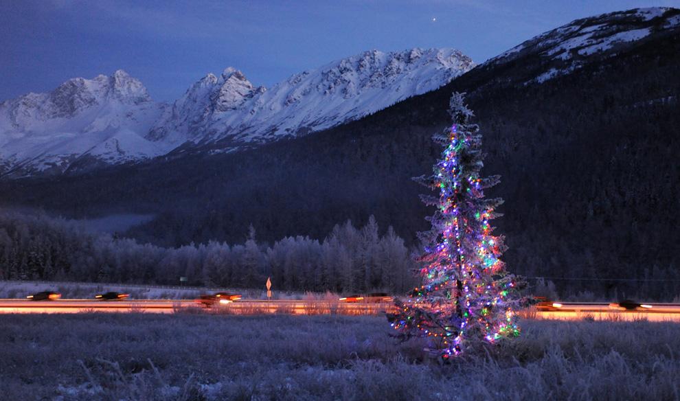 Новый год - один из календарных российских праздников, отмечается в ночь с 31 декабря на 1 января каждого года.