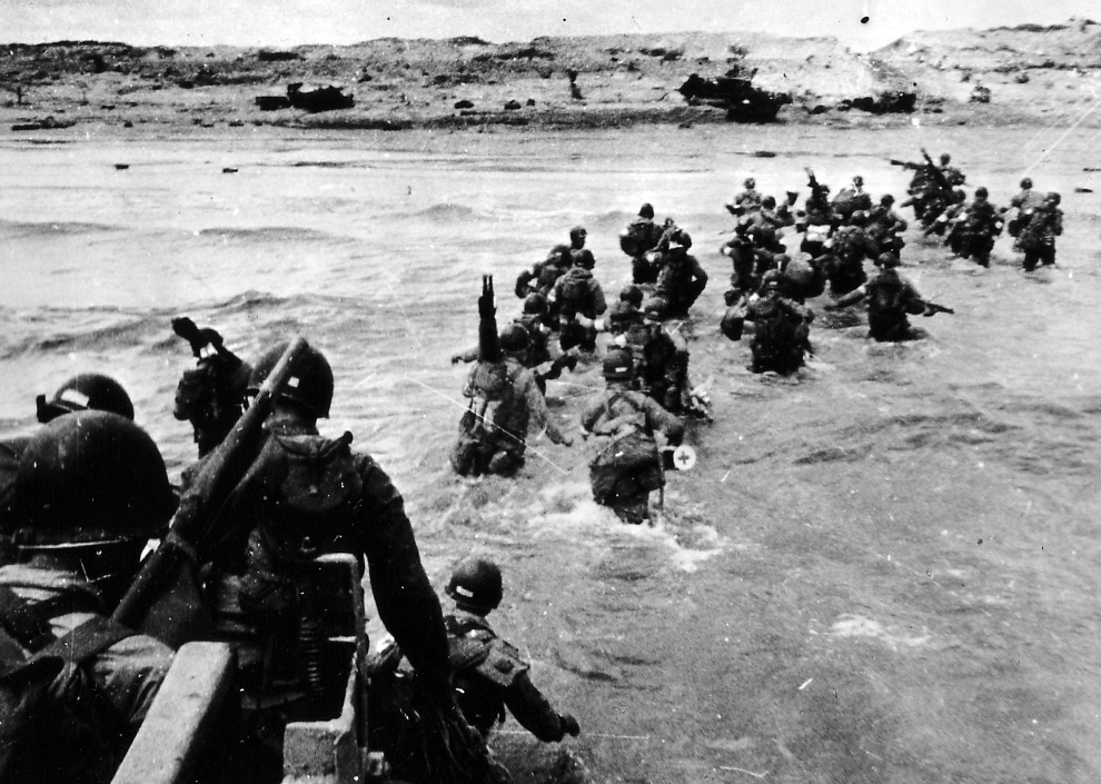 D Day Pictures U S  troops disembark from a