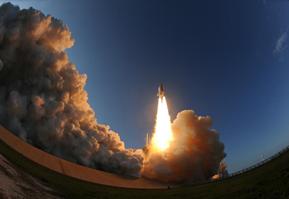 11. Многоразовый космический корабль Discovery, прозванный космическим челноком, последний раз стартовал из...