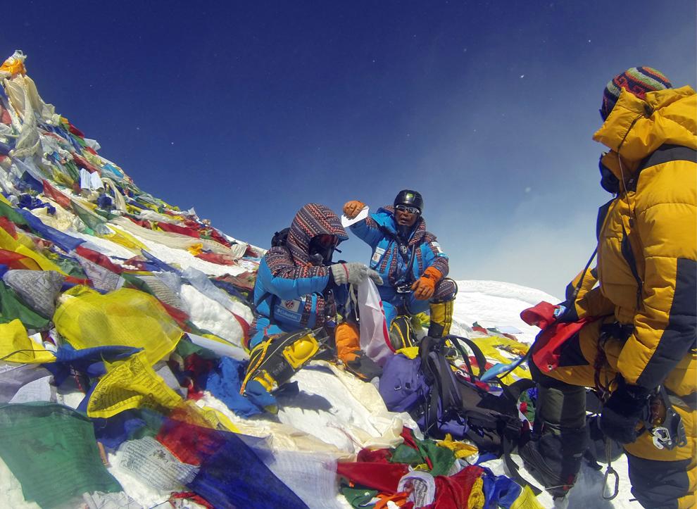 Solitary Dog Sculptor I: Mountain: Climbing Mount Everest ...
